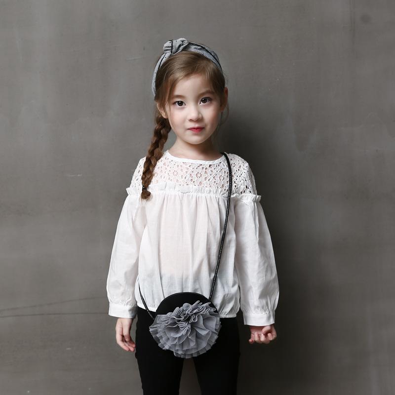 เสื้อเด็กหญิงแขนยาวสีขาว ช่วงบนเป็นลูกไม้ เรียบๆใส่กับกางเกงหรือกระโปรง น่ารักมากๆค่ะ