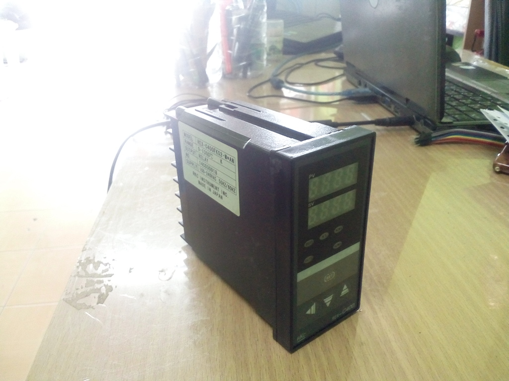 Digital PID Temperature Controller REX-C400FK02-M*AN Relay Output