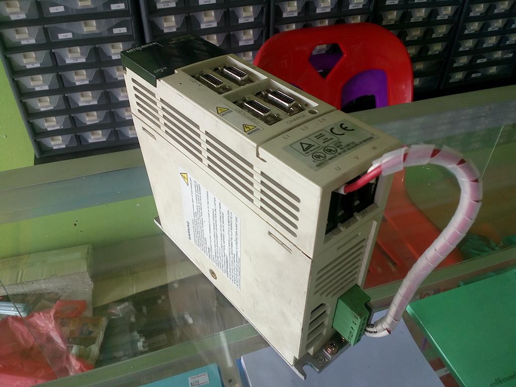 AC Servo Amplifier Mitsubishi MR-J2-10B (สินค้ามือ 2)