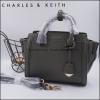 ใหม่ล่าสุด New 2018! CHARLE & KEITH STRUCTURED TRAPEZE BAG-เขียวขี้ม้า-