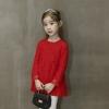 เดรสกระโปรงสีแดงแขนยาว เป็นผ้าลูกไม้เรียบๆ สวยงามดูคลาสสิกใส่ได้ทุกยุคทุกสมัย งานดีค่ะ