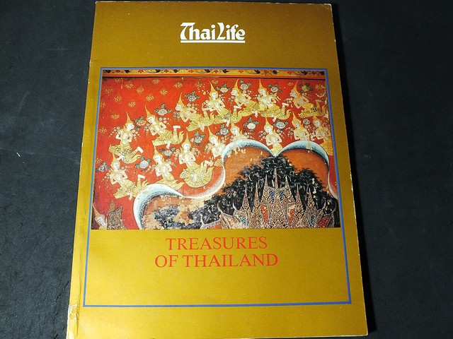 Thai Life Treasures of Thailand by The National Identity Board, , Prime Minister's Office หนา 120 หน้า