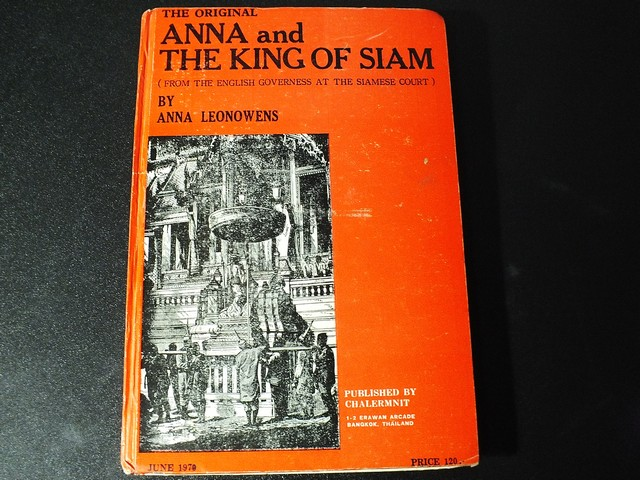 THE ORIGINAL ANNA and THE KING OF SIAM (from the english governess at the siamese court) by ANNA LEONOWENS . PUBLISHED BY CHALERMNIT ปกแข็ง 352 หน้า ปี 1978